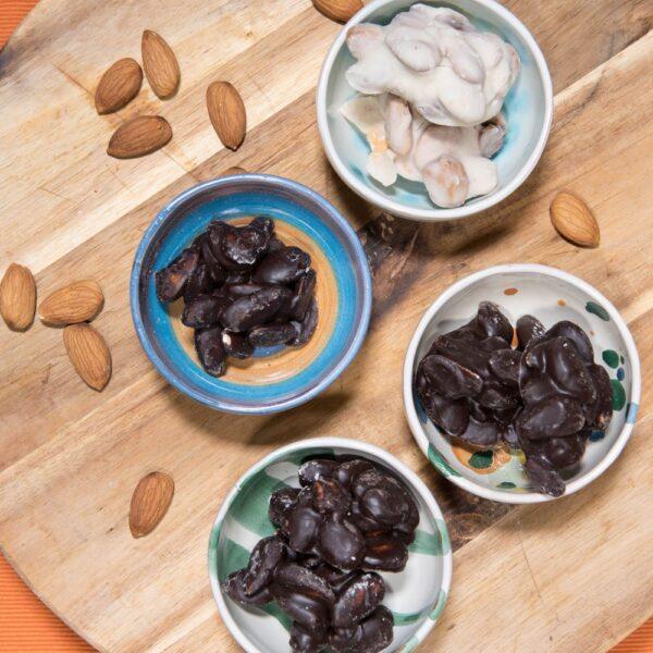 Mandorle al Cioccolato Bianco e Fondente